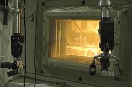 """Napromienianie tarcz uranowych w reaktorze """"Maria"""" w Świerku"""